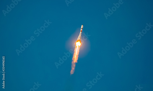 Fotografiet Take-off of a real launch vehicle from a spaceport