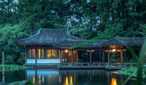 Obraz pavilion in the lake - fototapety do salonu