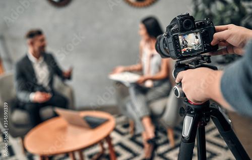 Obraz Female journalist interviewing business man - fototapety do salonu