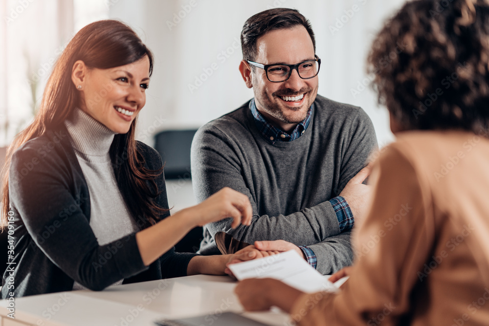 Fototapeta Happy couple talking with sales manager