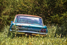 Vintage Rusty Abandoned Car Si...