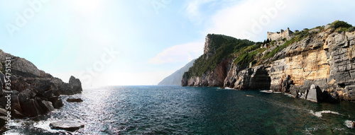 Photographie Panoramic view of Lord Byron's Cave (Byron's Grotto)