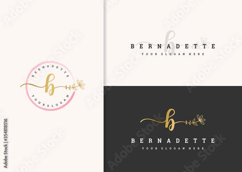Fotomural beautiful feminine logo design vector