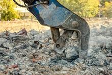 Hydraulic Shears Destroy Concr...