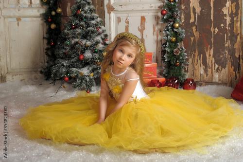 Obraz na plátne blonde princess in a smart yellow dress