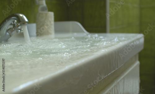 Fotografiet Overflowing water in the bathroom