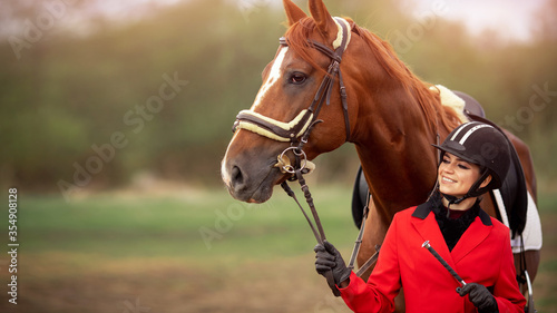Photo Portrait Jockey woman rider with brown horse, concept advertising equestrian clu