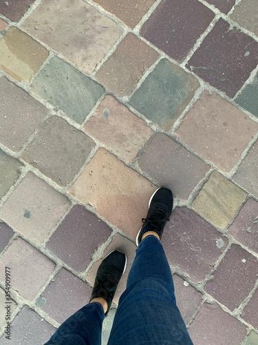 Obraz feet on the floor - fototapety do salonu