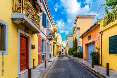 Photo Colorful street view in Plaka District of Athens.