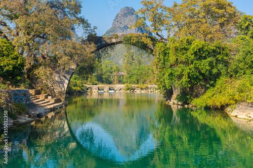 Fotografie, Obraz The Fuli Bridge on the Yulong River in Yangshuo, Guilin, China