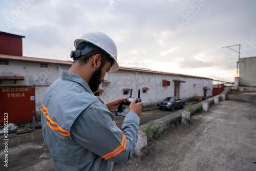 Fototapeta Revisión de paneles solares