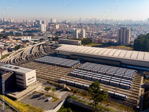 Vista da Linha 15 - Prata do Metrô, na zona leste de São Paulo (SP), na manhã desta segunda feira (1) Fototapet