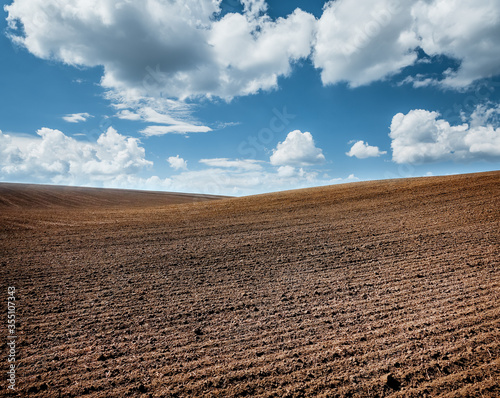 Fotografía Picturesque rural area and plowed field on the springtime.