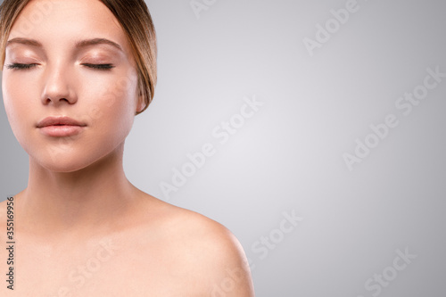 Obraz na plátne Beautiful woman with soft makeup and perfect skin