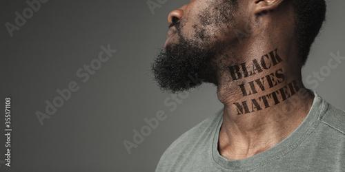 Canvastavla Close up black man tired of racial discrimination has tattooed slogan black lives matter on his neck