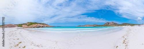 Photo Hellfire bay near Esperance viewed during a cloudy day, Australia