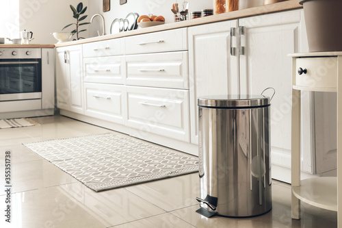 Photo Clean trash bin in modern kitchen