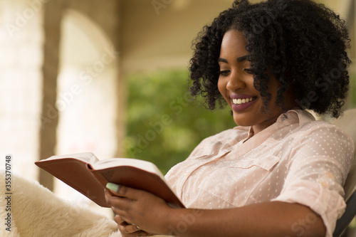 African American woman studing and reading the Bible. Canvas-taulu