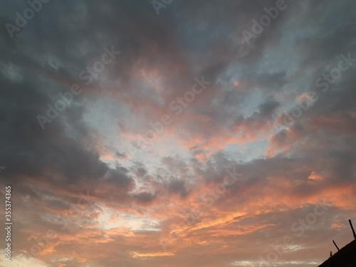 Valokuva dramatic sky at sunset