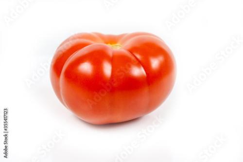 grosse tomate rouge sur un fond blanc Canvas Print