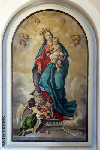 Photo Virgin Mary with baby Jesus altarpiece at St