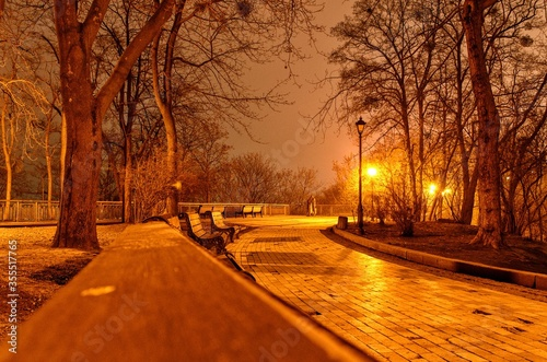 Fototapeta besluta handsomely park square at night obraz