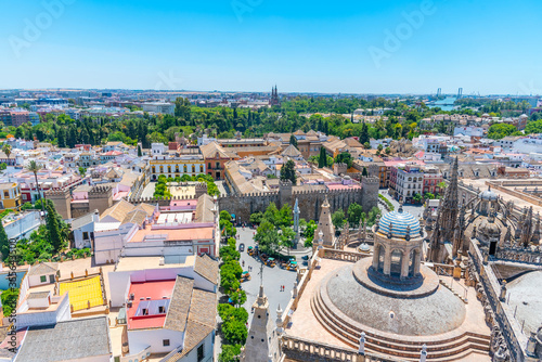 Photographie Aerial view of Sevilla from la giralda tower with Real Alcazar and Plaza de Espa