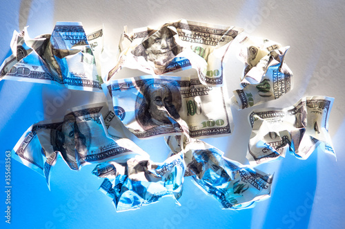 Fotomural Crumpled money as a symbol of cash inconvenience