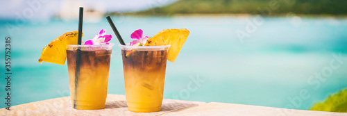 Stampa su Tela Hawaii mai tai drinks on waikiki beach bar travel vacation in Honolulu, Hawaii