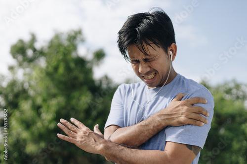 Photo Sport asian man have shoulder pain, Sport injury concept