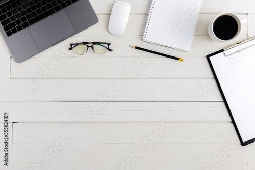 Obraz Flat lay, top view wooden office desk Workspace - fototapety do salonu