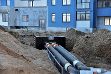 Laying Heating Pipes In A Tren...