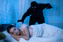 Thief Ready To Attack Woman Wh...