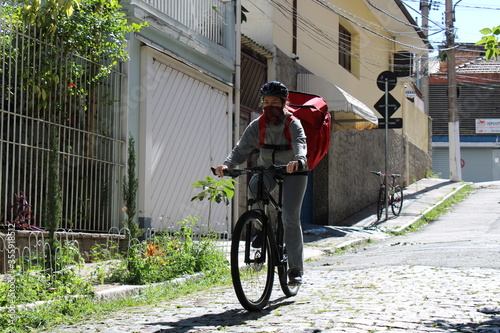 woman delivering food by bicycle Фотошпалери