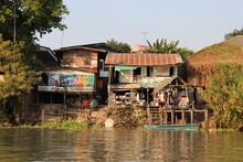 Maison Au Bord Du Canal à Ayutthaya, Thaïlande