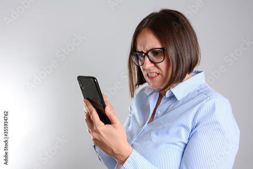 Fényképezés Stressful businesswoman talking on the mobile phone