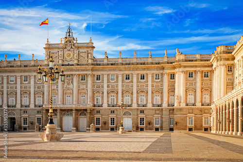 Foto Royal Palace in Madrid, the official residence of the kings of Spain