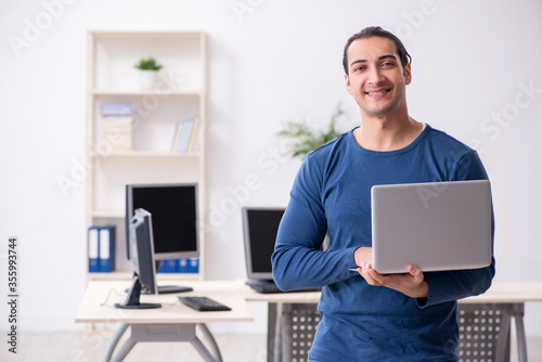 Obraz Young male it specialist working in the office - fototapety do salonu