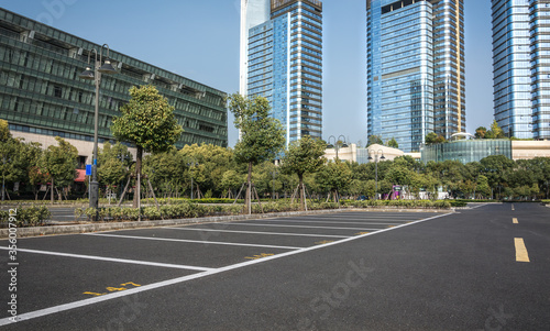 Fotografija Empty space in city park outdoor asphalt parking lot