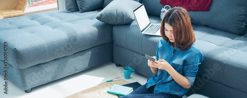 Cuadros en Lienzo Banner asian woman using smartphone reading online social media shopping online website on smartphone with smile face