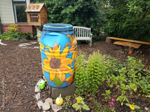 Valokuva painted rain barrel and garden