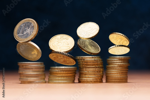 Foto Euro coins columns forming. Financial and business concept