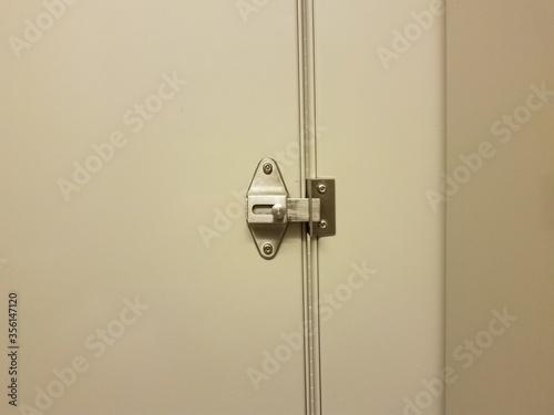 locked bathroom or restroom stall door or latch Fotobehang
