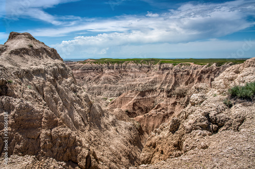 Fotografie, Tablou Rugged ridges, windswept mesas and eroded cliffs create a stark beauty in the Badlands of South Dakota