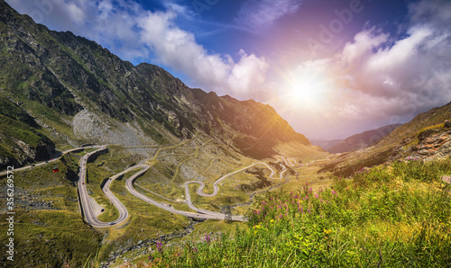 Fotomural Transfagarasan highway, probably the most beautiful road in the world, Europe, R