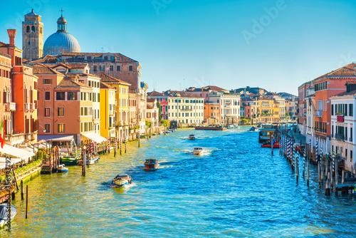Fototapeta Grand canal in Venice - city travel landscape with boats and gondola obraz