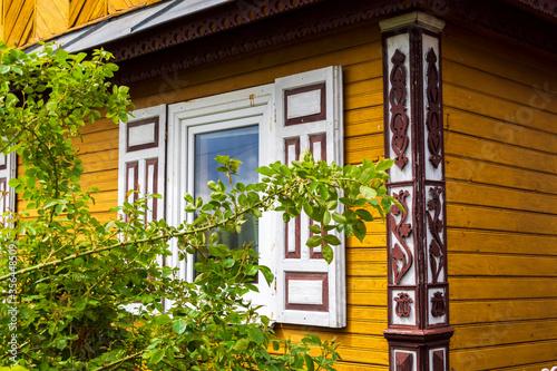 Fotografie, Tablou Architektura i zdobnictwo drewnianych domów na Podlasiu, wieś Wojszki, Polska