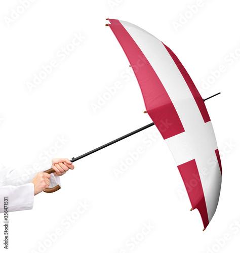 Fotomural Ein Schirm mit der Landesflagge von Dänemark, ein Mitgliedsstaat der Europäischen Union, isoliert