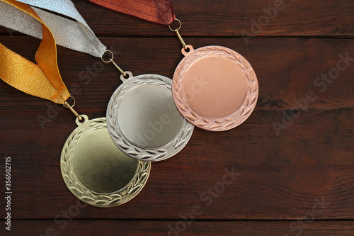 Cuadros en Lienzo Gold, silver and bronze medals on wooden background, flat lay