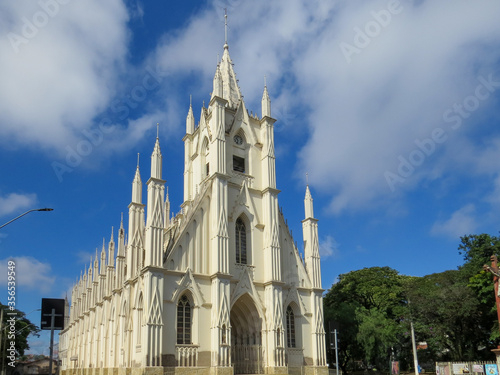 Canvas-taulu São Paulo, Brazil - June 7, 2020: Sanctuary of Santa Terezinha, the largest church in Taubaté